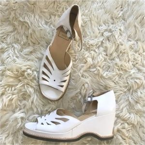 Vintage  White wedge cut out open toe wedge sandal